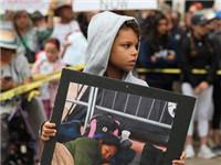 """华盛顿大规模示威抗议特朗普""""骨肉分离""""政策"""